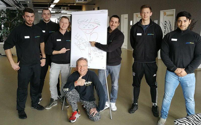 Stefan A. Scherer stellt sich als Team-Coach auf seine Zuhoerer ein